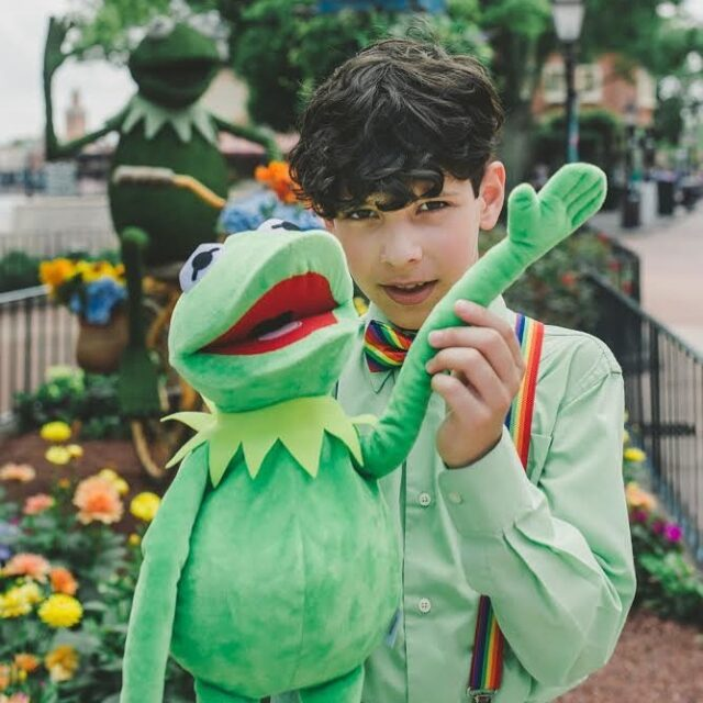 Best Ease of Being Green 💚 I love him! He even does a sweet Kermit voice. I also just realized both Kermits waving here, and that is a rainbow connection for sure. 🌈   #thedapperdayphotographer #dapperday @dapperday #dapperday2021 #orlandophotographer #disneyphotographer #kermitthefrog #jimhenson #epcotdapperday